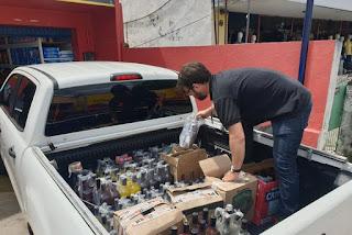 Fiscalização apreende mais de 250 garrafas de cachaça falsificadas e quatro depósitos são autuados