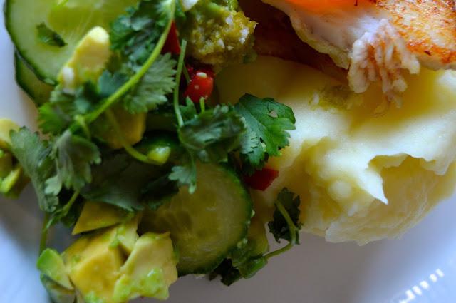 kurkku, avokado, thaimaalainen, kurkku-avokadosalaatti