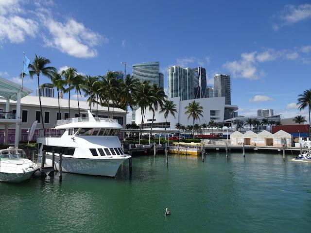 Salida de la excursión en barco desde Bayside donde se sitúa el puerto de Miami