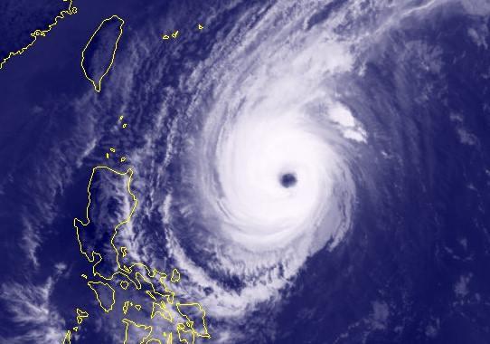 Siêu bão Yutu hướng vào Biển Đông mạnh cấp gió 16