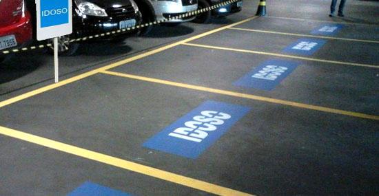 Lei garante vagas grátis para idosos em estacionamentos - Verdade ou Mentira?