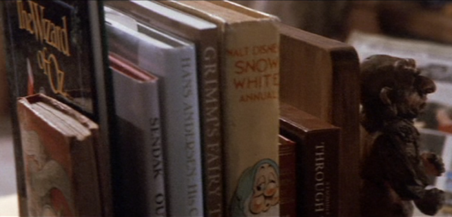 sarah's books from labyrinth, sarahs bedroom from labyrinth, labyrinth screenshot