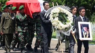 JS Badudu, Sang Pendekar Bahasa Indonesia