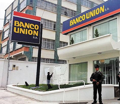 """Abogado Aldo Burgos del Banco Unión acusa a astrólogo de """"embrujar"""" a ejecutivos para facilitar desfalco"""