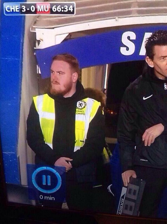 Is Wayne Rooney moonlighting as Chelsea steward?