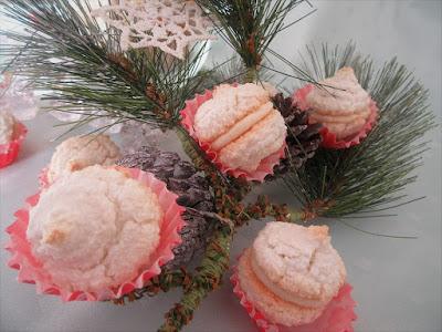 Bijeli padobranci od kokosa / White coconut parachutes