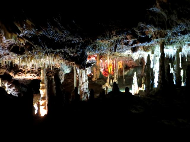 Stalactite cave Mallorca tippukiviluola