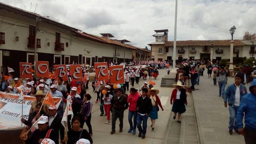 Pre candidato por Fuerza Popular Dr. Robert Contreras  recibe masivo apoyo en Huamachuco