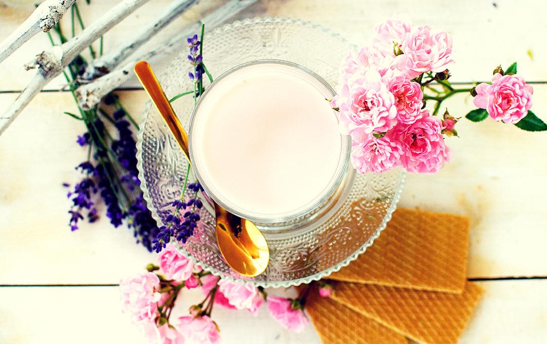 Moonmilk mit Rosenblättern, schnelles Rezept für Moonmilk