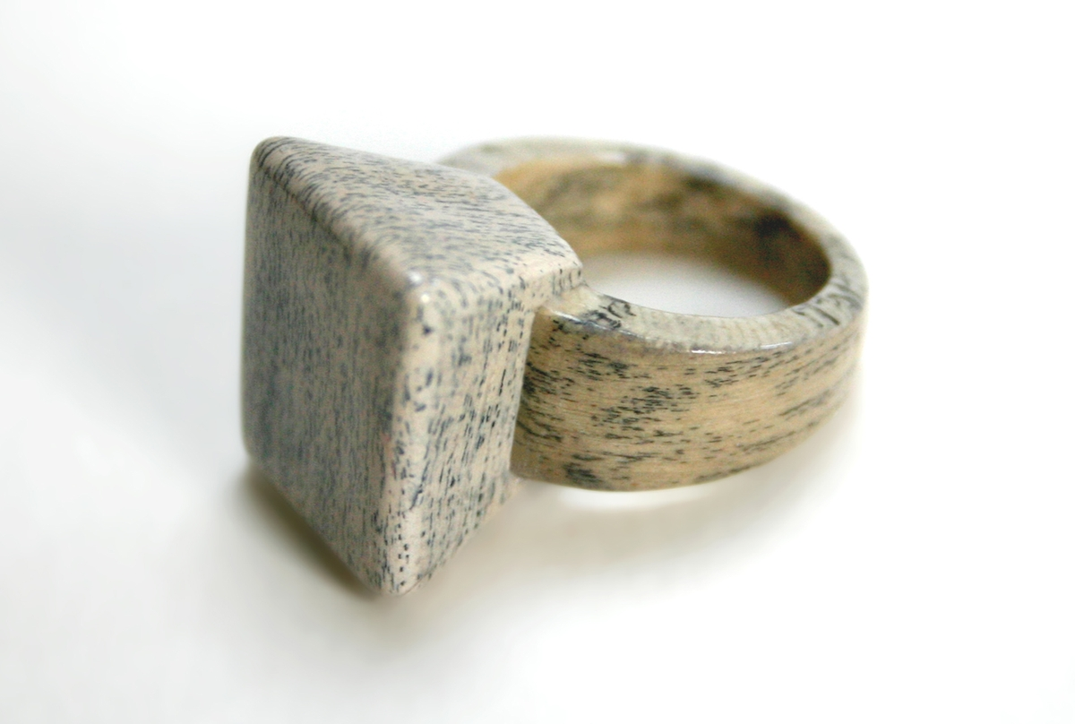 07-Jeremy-May-Artistry-and-Innovation-with-Paper-Jewelry-Rings-www-designstack-co