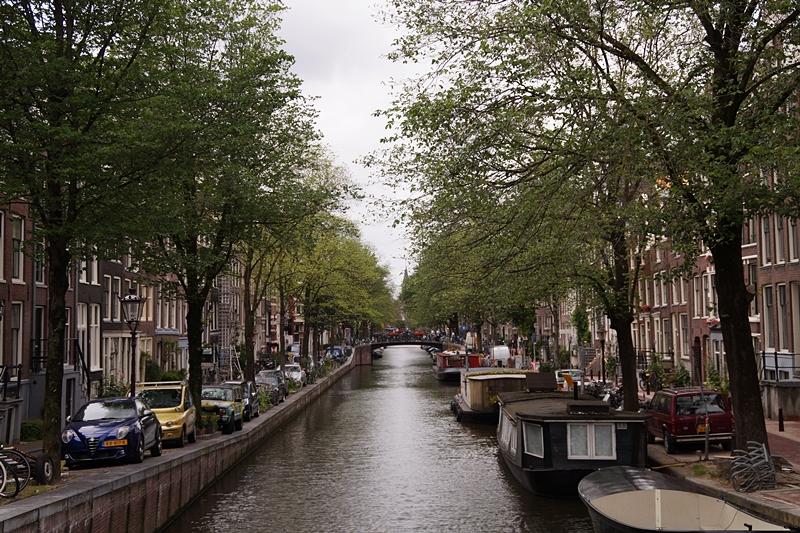 Amsterdam - Meine 11 liebsten Aktivitäten und Tipps. Wunderschöne Grachten im Sommer.