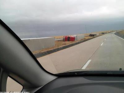 Schlafende Autos auf der Autobahn Spassbilder