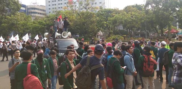 Pendemo Desak Jokowi Mundur Nyapres Jika Tidak Bisa Stabilkan Rupiah
