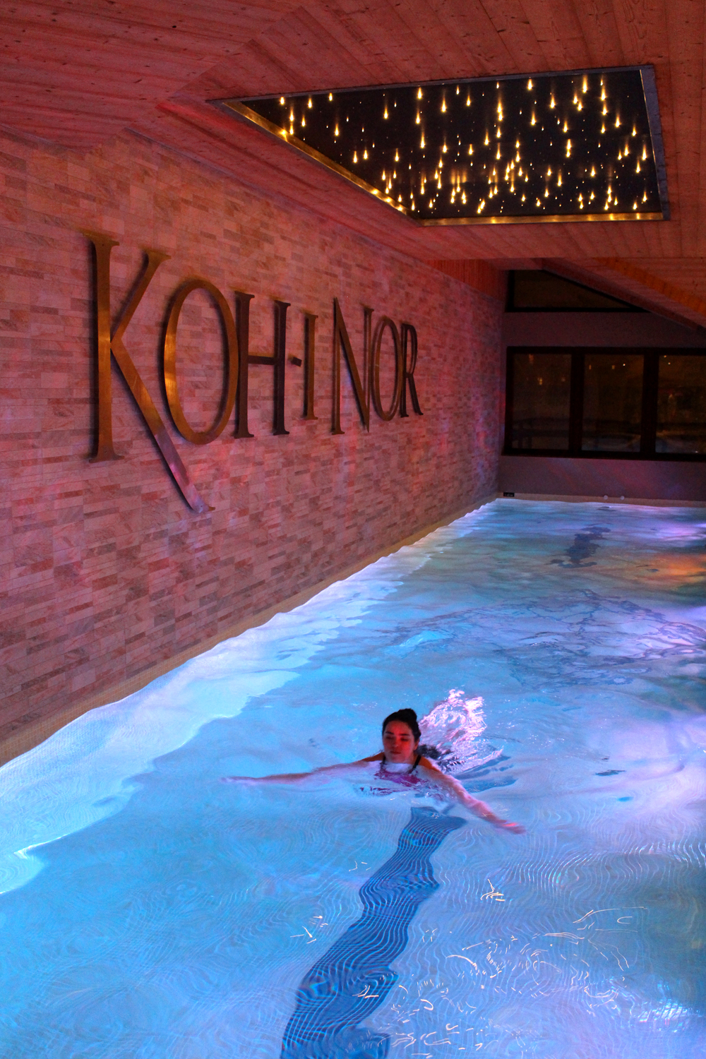Emma Louise Layla swimming at Hotel Koh-I Nor, Val Thorens, Les Trois Vallees - luxury travel blog