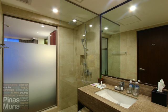 Hotel Bathroom at at Mercure Manila Ortigas