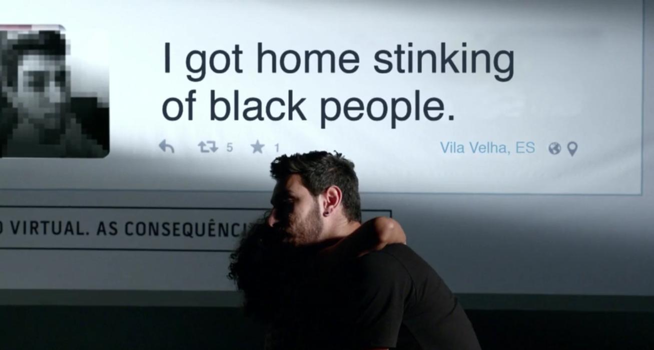 'Cheguei em casa fedendo a preto', autor de frase racista decide mostrar o rosto para campanha da ONG Criola