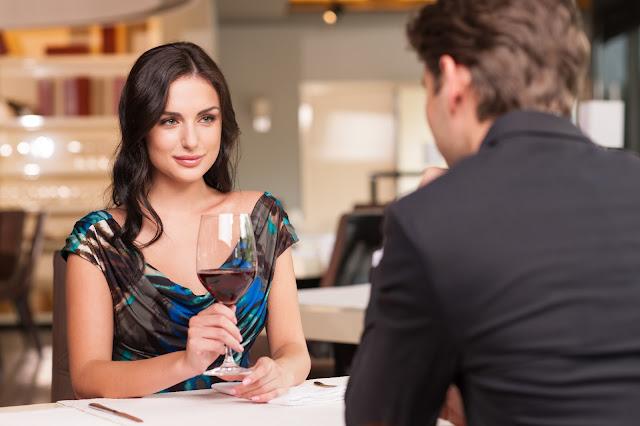 3 yang diperhatikan pria di menit awal bertemu wanita