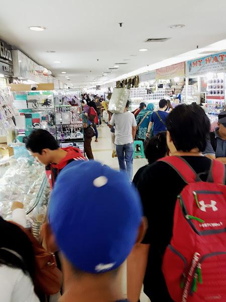 Jualan jam di Pasar Senen