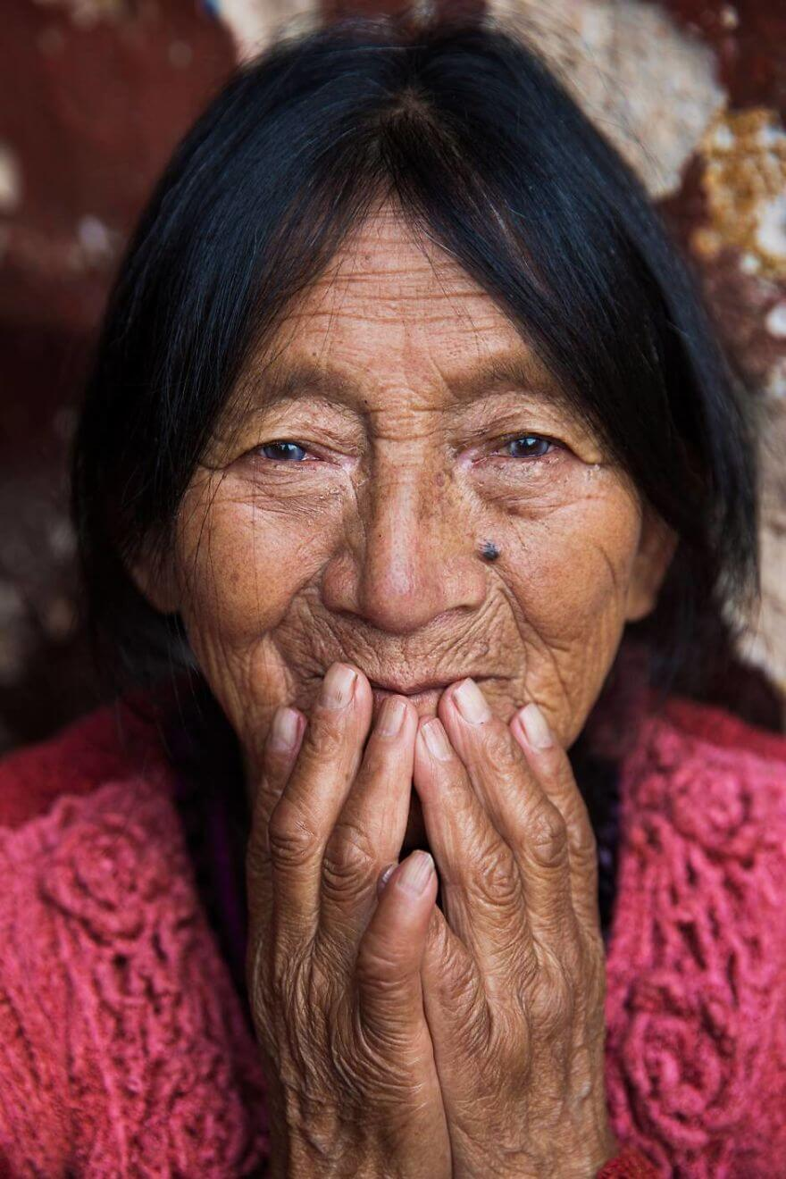 This Photographer Took Pictures Of Women From All Over The World. You'll Be Amazed By Their Beauty And Uniqueness! - Chichicastenango, Guatemala