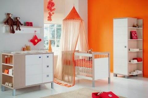 habitación bebé naranja blanco