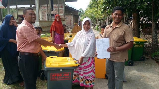 Keuchik Gampong Jim Wujudkan Satu Rumah Satu Tong Sampah