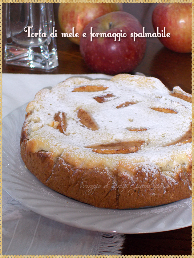 Torta di mele e formaggio spalmabile