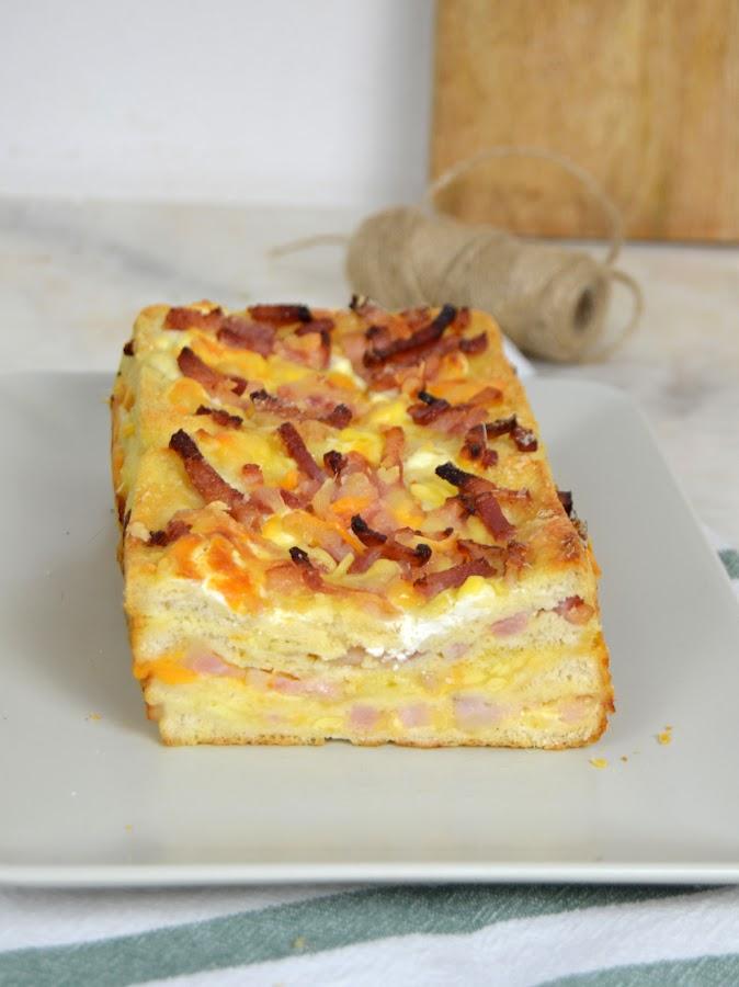Pastel de bacon y queso en pan de molde