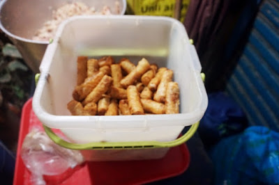 Spring rolls are also sold in the bakagan stall