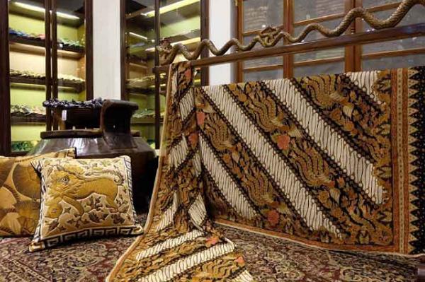 gambar tempat wisata solo Museum Batik Danar Hadi