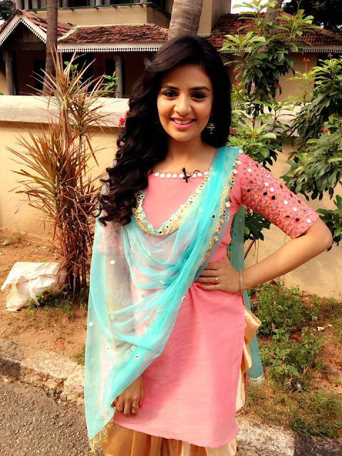 Pataas Ladies Special sree mukhi Pics in show