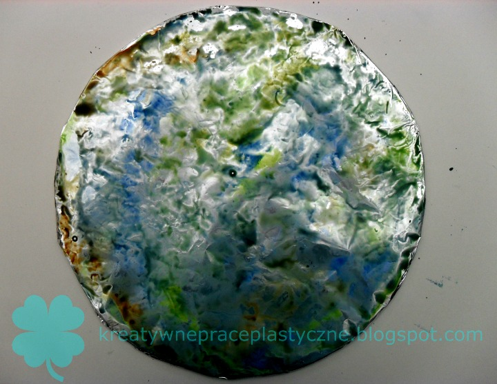 jak namalować Ziemię na folii aluminiowej