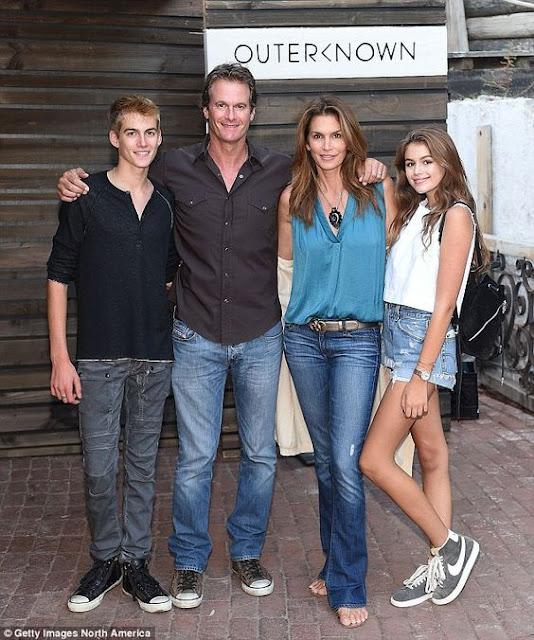 Cindy com marido e filhos