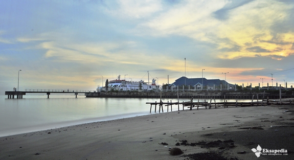Pelabuhan Kendal Di Pagi Hari