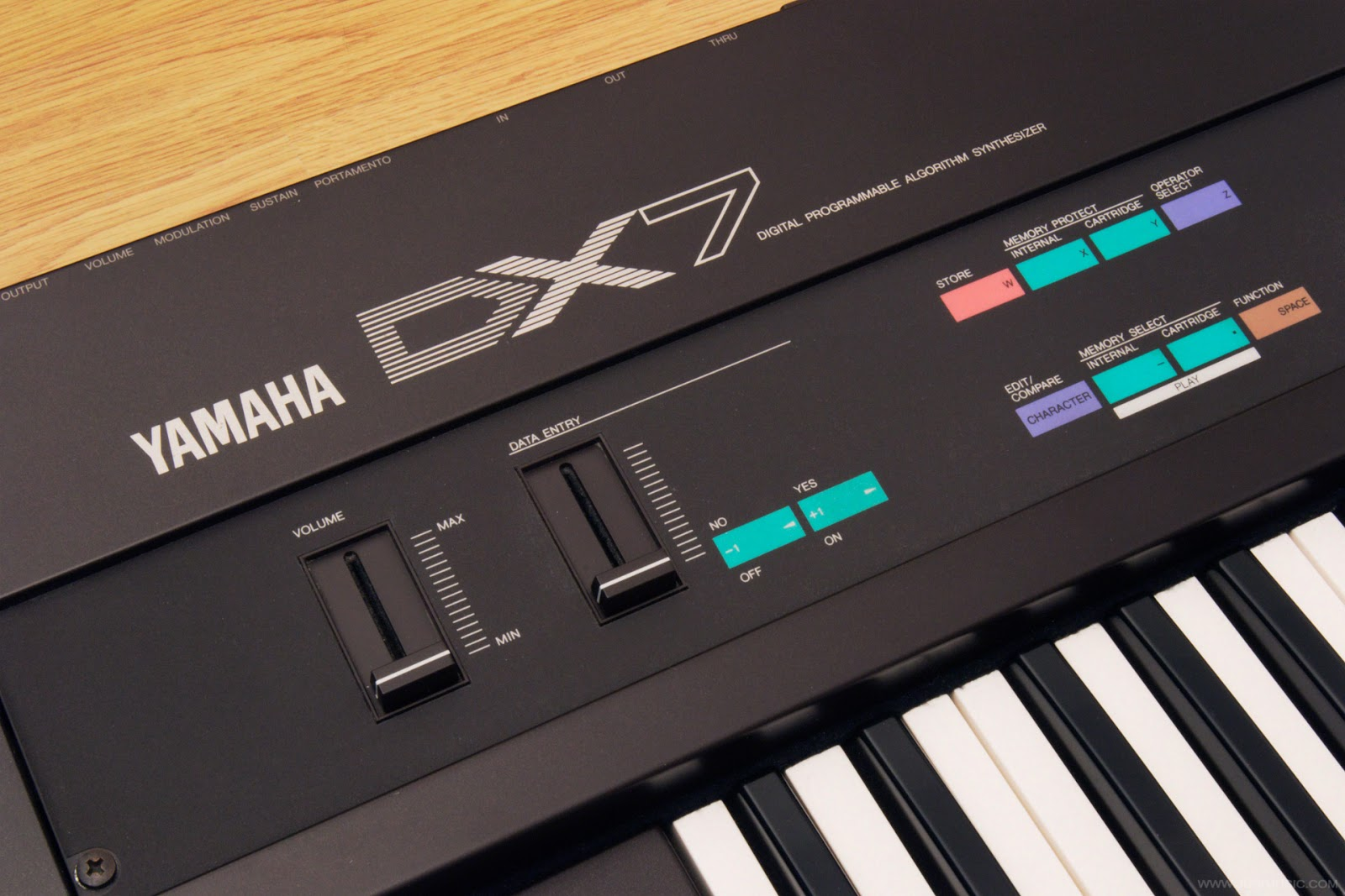 Yamaha DX7 synthesizer sound demo & pictures | www jurimusic