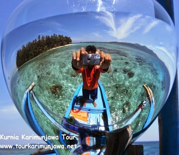 foto pemandangan laut diatas kapal karimunjawa