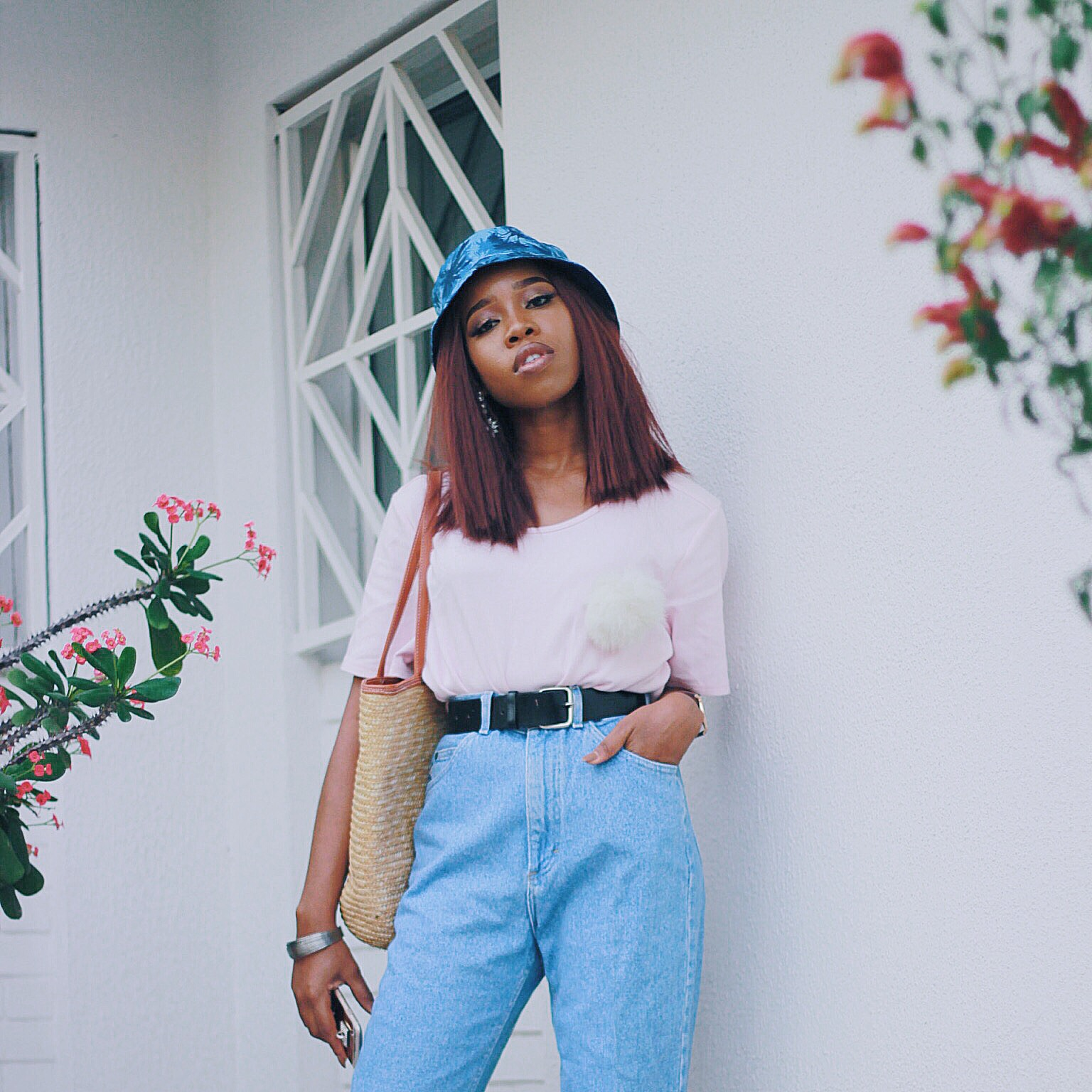 BUCKET CAP AND MOMS JEAN TREND