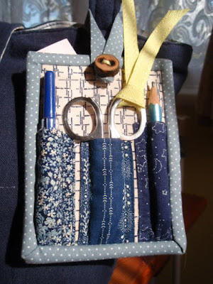 Back view - Mini Sewing Kit