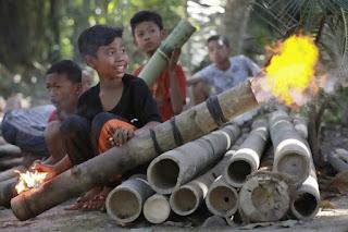 Lestarikan Permainan Meriam Bambu