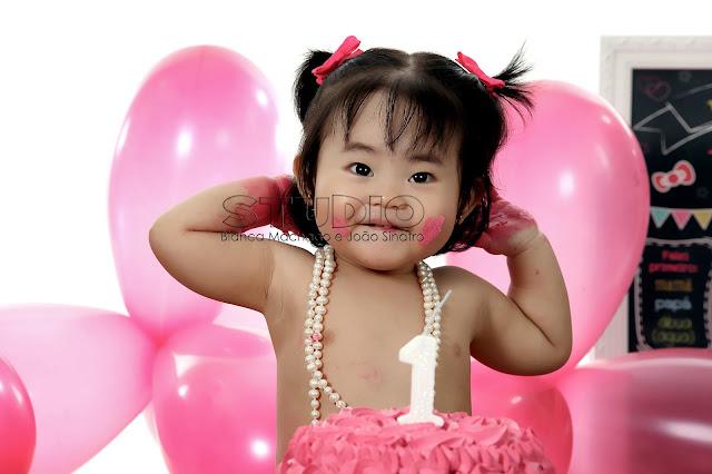 fotografias de bebes comendo bolo