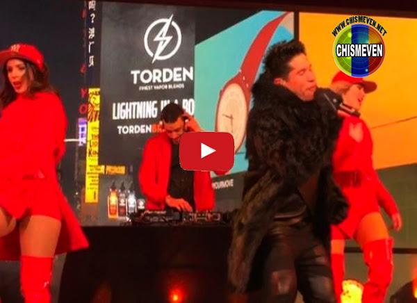 Chyno Miranda cantó en playback en el Times Square