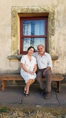 O casal Evelina (Nívea Maria) e Ademir (Genézio de Barros), pais de Maria da Paz (Juliana Paes), em 'A Dona do Pedaço' — Foto: Rogério França