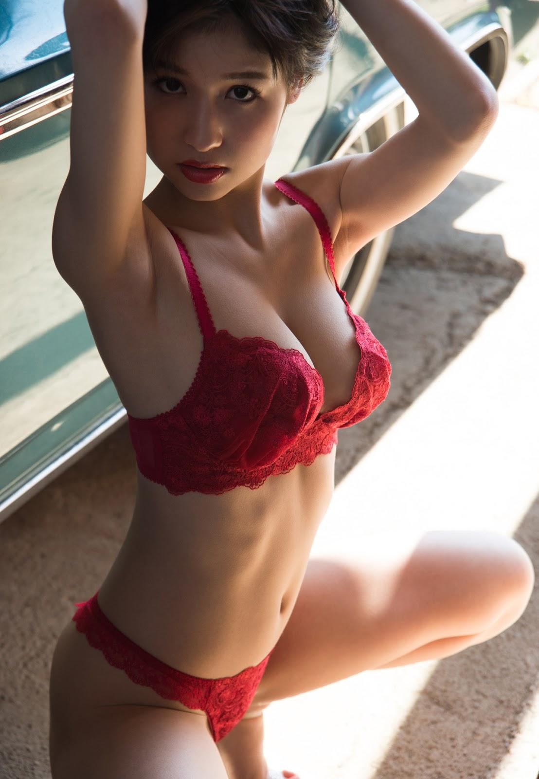 Momo Sakura