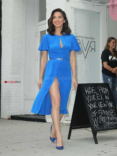 Olivia-Munn-at-Proactiv-Pop-Up-Experience-7+%7E+SexyCelebs.in+Exclusive.jpg