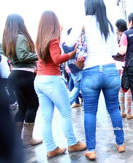 morena caderona jeans