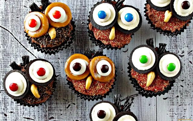 Кошмарное меню на Хэллоуин или Кухня ведьмы (выпечка), Хэллоуин, блюда на Хэллоуин, рецепты на Хэллоуин, праздничные блюда, оформление блюд на Хэллоуин, праздничный стол на Хэллоуин, блюда-монстры, меренги, безе, сладости, сладости на Хэллоуин, десерты на Хэллоуин, блюда мз яиц, блюда из белков, печенье на Хэллоуин, торты на Хэллоуин, пирожные на Хэллоуин, пицца на Хэллоуин, выпечка на Хэллоуин, Кошмарное меню на Хэллоуин или Кухня ведьмы (выпечка), Хэллоуин, блюда на Хэллоуин, рецепты на Хэллоуин, праздничные блюда, оформление блюд на Хэллоуин, праздничный стол на Хэллоуин, блюда-монстры, меренги, безе, сладости, сладости на Хэллоуин, десерты на Хэллоуин, блюда мз яиц, блюда из белков, печенье на Хэллоуин, торты на Хэллоуин, пирожные на Хэллоуин, пицца на Хэллоуин, выпечка на Хэллоуин,Колдовские украшения кексов http://prazdnichnymir.ru/