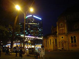 Saigon Cattedrale di Notre Dame di notte
