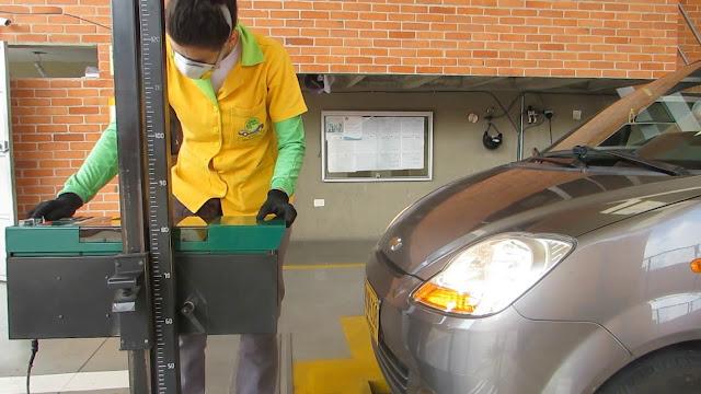 Revisión luces delanteras coche