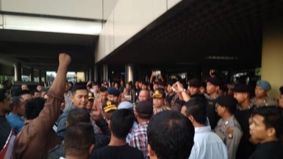 Banser Bantah Ikut Penghadangan Neno Warisman di Batam
