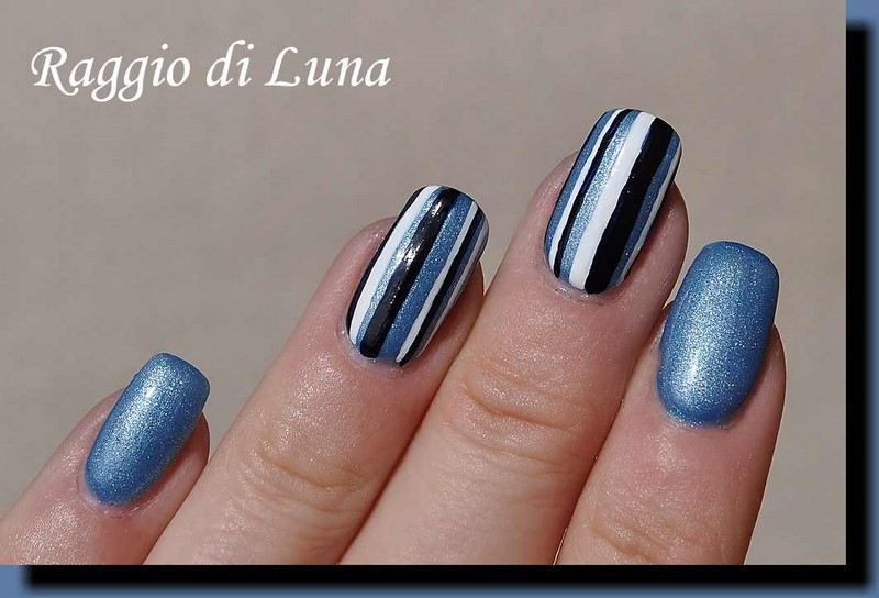 Raggio di Luna Nails: Ligh blue & dark blue & white vertical stripes ...