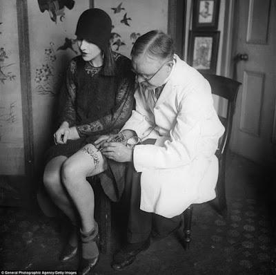 George Bruchette, Artista del tattoo, ca. 1930 foto blanco y negro